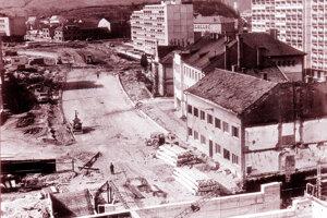 Búranie v centre Považskej Bystrice.