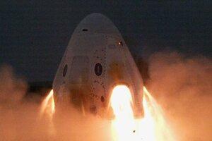SpaceX úspešne otestoval únikové motory lode Crew Dragon. V apríli pri rovnakom teste prišla firma o jednu z lodí.