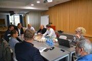 Účastníci stretnutia sa venovali plánovanej novej cyklotrase.