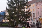 Košičania aj návštevníci mesta si vianočný stromček môžu užívať až do 10. januára 2020.
