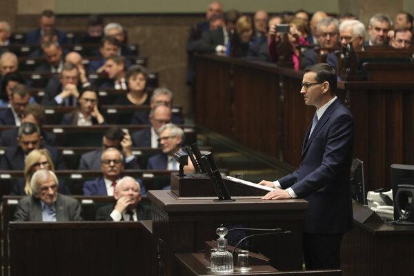Mateusz Morawiecki pred poľským Sejmom.