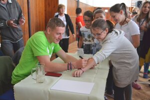 Ján Volko vyhovel všetkým žiadostiam detí o podpis.