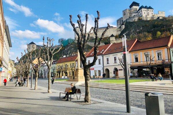 V meste prešlo modernizáciou osvetlenie na Mierovom námestí a Palackého ulici.