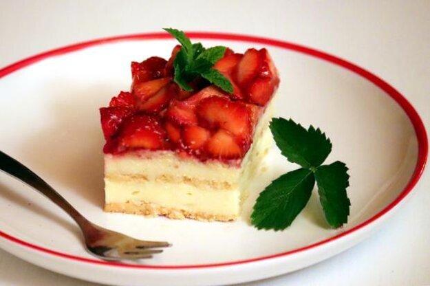Nepečený jahodovo - tvarohový koláčik