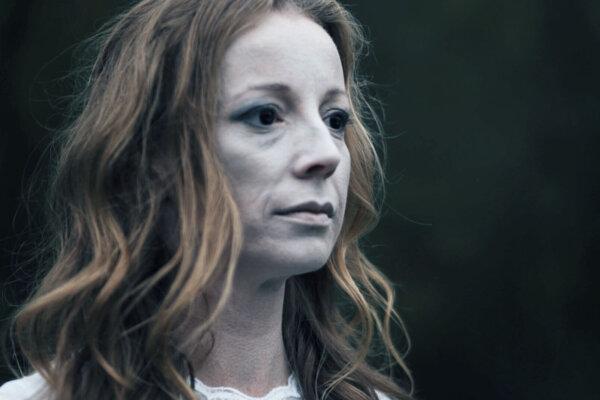 Videoklip rozpráva príbeh vzťahu, ktorý dokázal prekonať množstvo nástrah života až na tú najhrozivejšiu – smrť.