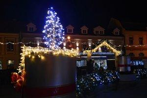 Vianočná výzdoba v Poprade láka tisícky návštevníkov.