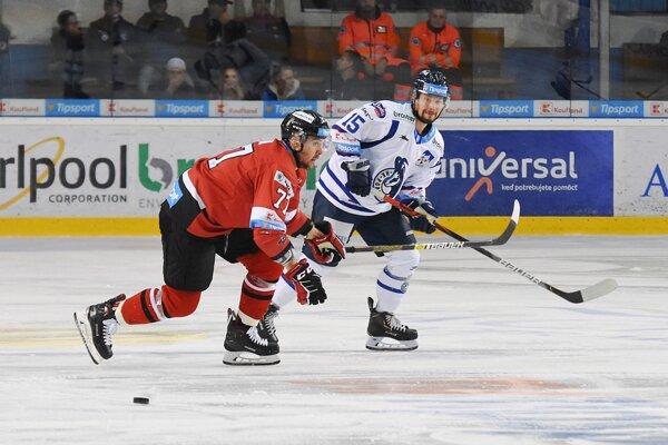 Matúš Paločko (vpravo) sa do zápasového diania chce vrátiť už v decembri.
