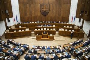 Poslanci NR SR počas hlasovania na rokovaní 53. schôdze parlamentu.