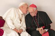Anthony Hopkins a Jonathan Pryce vo filme o dvoch pápežoch.