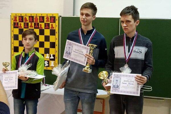 Matej Bulej (vľavo) bol tretím najlepším žiakom v kraji.