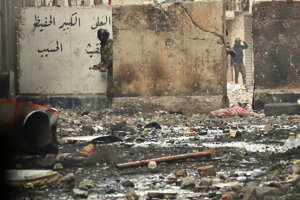 Následky protestov v jednej z ulíc v Bagdade.