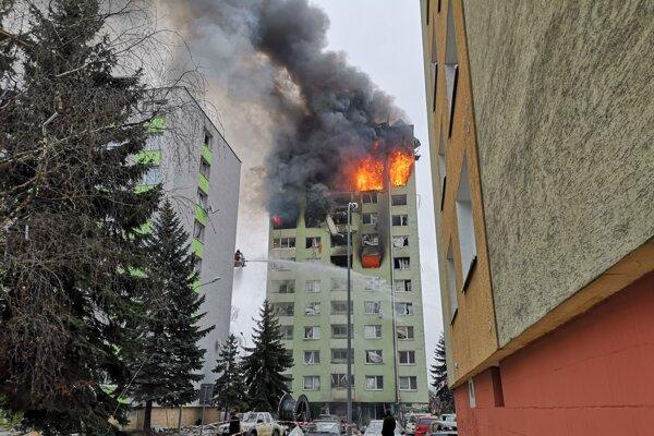 Tragický požiar bytovky v Prešove po výbuchu plynu.