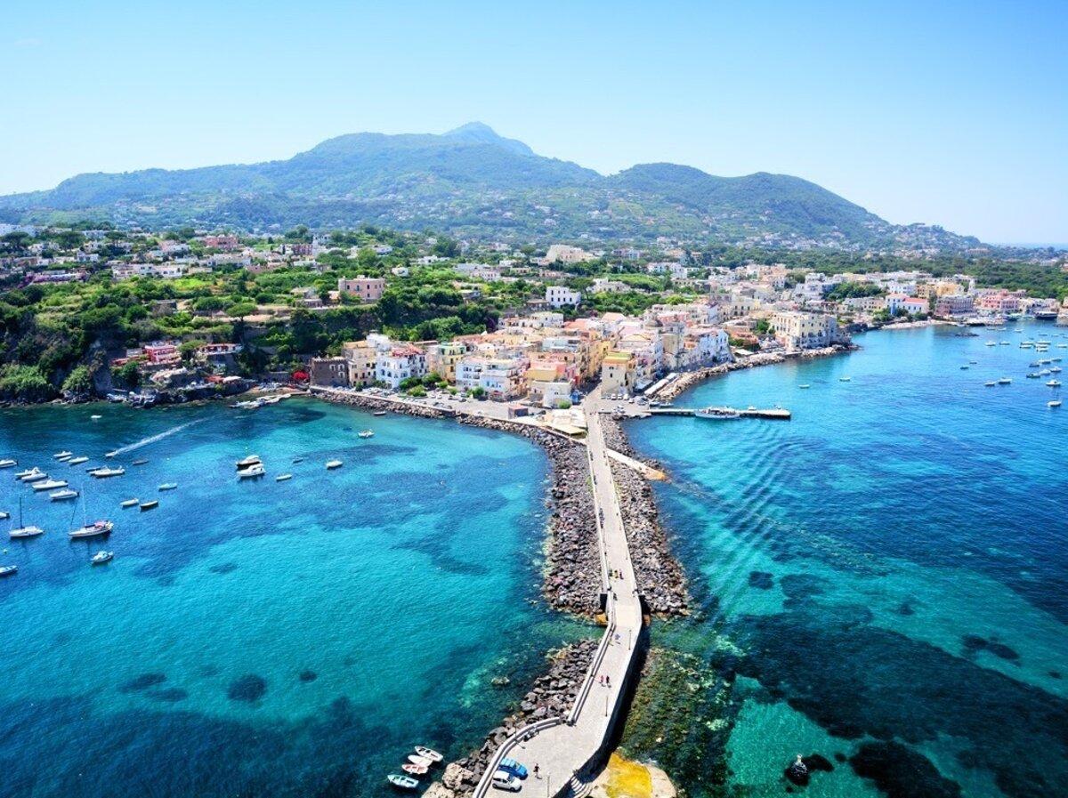 Ostrov Ischia Sa Stava Top Europskou Letnou Destinaciou