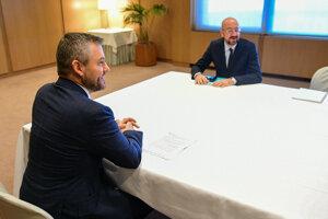 Predseda vlády SR Peter Pellegrini a nový predseda Európskej rady Charles Michel počas ich stretnutia v rámci pracovnej cesty predsedu vlády SR v Bruseli.