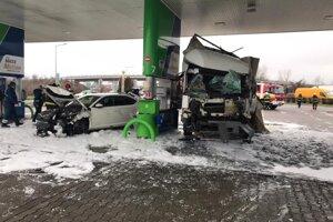 Nehoda na pumpe v Bratislave pri letisku.