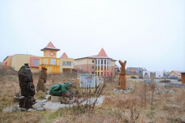 Opustený areál komplexu Domica Resort.