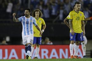 Ezequiel Lavezzi (vľavo) v drese argentínskej reprezentácie.