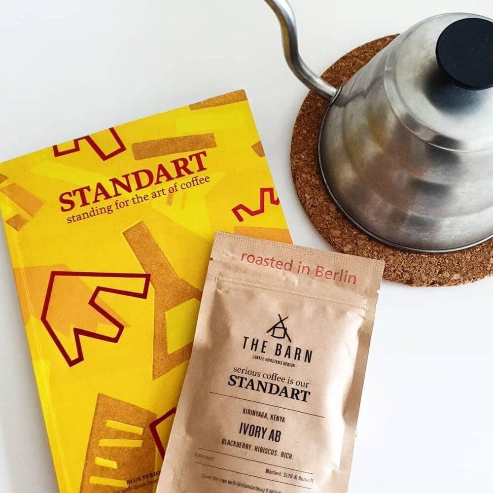 Magazín Standart a vzorka výberovej kávy pre predplatiteľov.