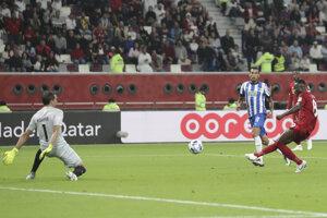 Naby Keita z Liverpoolu strieľa úvodný gól v semifinále MS klubov.