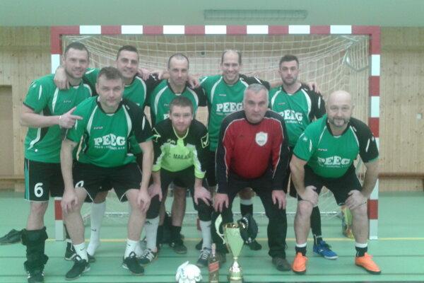 Víťazné mužstvo Medvedi Strečno.