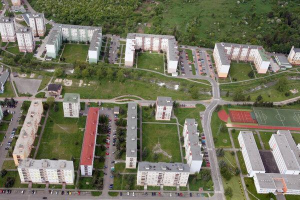Sídlisko Podbreziny. Je najľudnatejšie na Liptove.