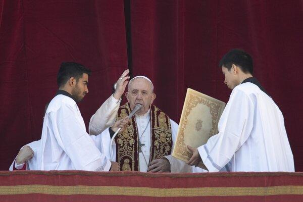 Pápež František počas tradičného posolstva Urbi et Orbi.