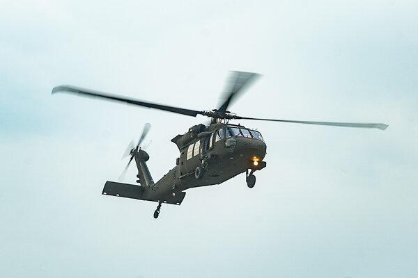 Na snímke vrtuľník UH-60M  (ilustračné foto).
