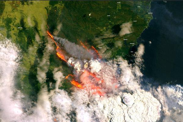 Na satelitnej snímke z 31. decembra 2019 sú lesné požiare, ktoré sužujú austrálsky štát  Južná Austrália.
