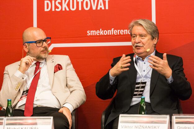 Michal Kaliňák (vľavo) zo ZMOS a reformátor Viktor Nižňanský.