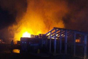 Požiar píly v Šebastovciach.