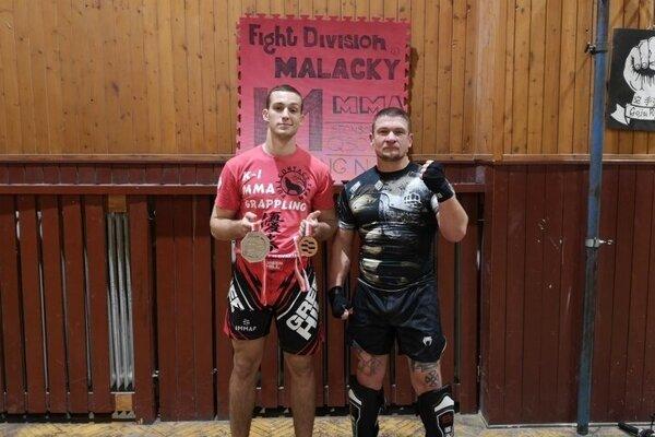 Lukáš Piffko (Vľavo) aj s medailami.