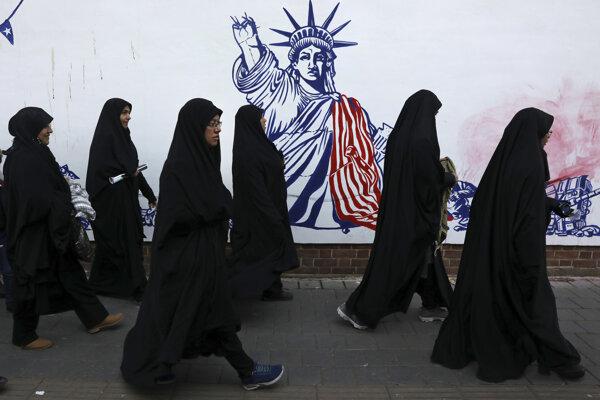 Grafiti v uliciach Teheránu.