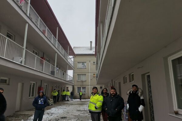 Nové byty v Žehre už majú nájomníkov. Nie všetci sa však o svoje bývanie starajú.
