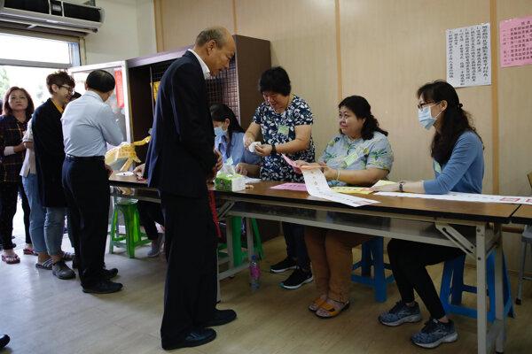Volebné právo môže využiť približne 19,3 milióna oprávnených voličov.