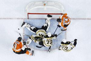 Jaroslav Halák v zápase Boston Bruins - Philadelphia Flyers.