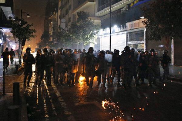 Protest v uliciach Bejrútu.