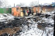 Keby prišli hasiči o pár minút neskôr, začali by horieť aj ďalšie obydlia.