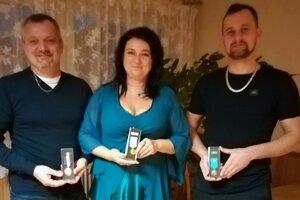 Rodina Rončáková. Každý z nich získal vlani Janského plaketu za darcovstvo krvi.