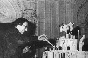 Robert Filliou na oslave 1000010. narodenín umenia v roku 1973.