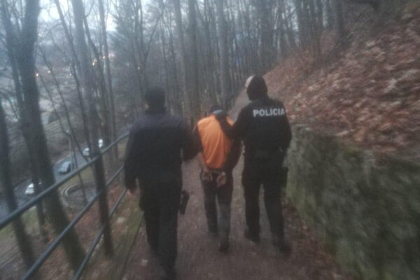 Po tom, čo prebrodil Hron, ušiel na Urpín. Tam ho polícia zadržala.