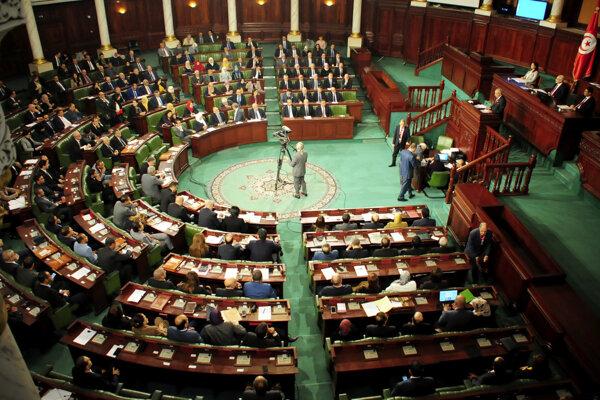 Tuniský premiér získal mimoriadne právomoci na boj s koronavírusom