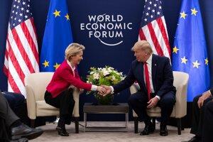 Šéfka Európskej komisie Ursula von der Leyen a americký prezident Donald Trump.