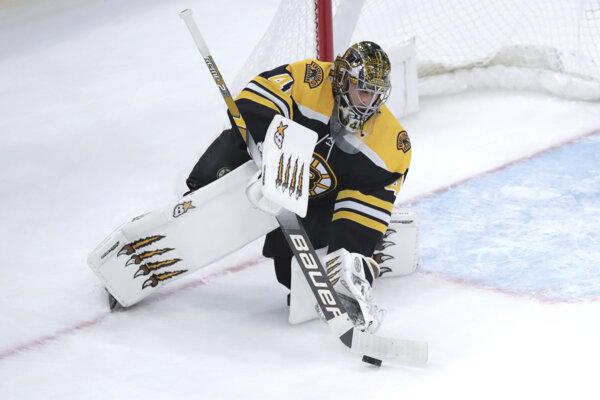 Jaroslav Halák v drese Bostonu Bruins.