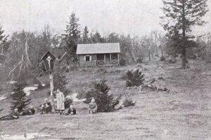 Turistická útulňa na Prednej Holici, fotografia z rokov 1914-1919.