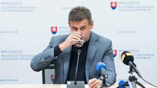 Minister Sólymos pre svoj incident podáva demisiu (video)