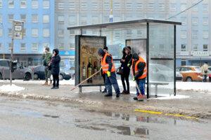 Chodníky a ich údržba zimná i letná je podľa mestských častí jedna z vecí, ktoré by chceli a mali spravovať.