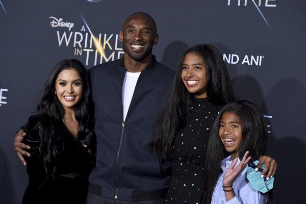 Kobe Bryant s manželkou a deťmi.