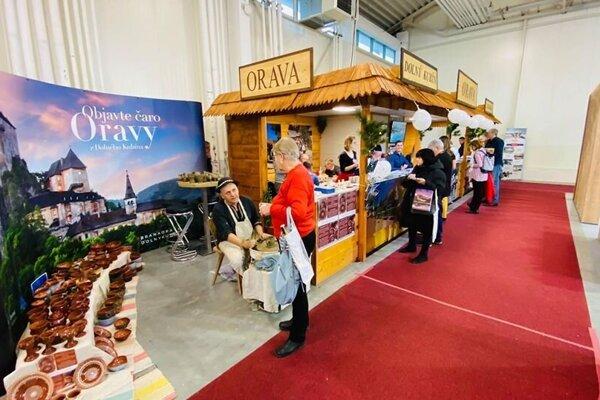 Oravský stánok na veľtrhu cestovného ruchu.