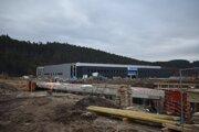 Výstavba závodu Mubea pri Kežmarku je v plnom prúde, popritom stavajú aj kruhový objazd.