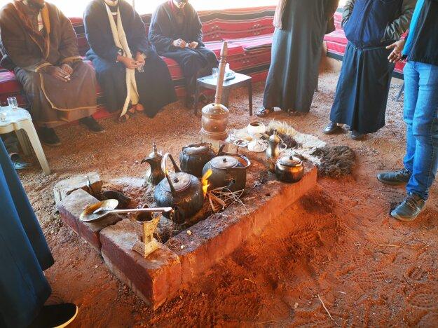 Posedenie pri káve a čaji s Beduínmi v púšti